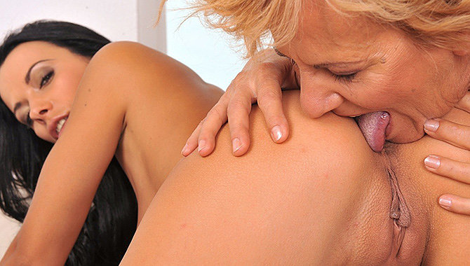 525 - Old Young Lesbian Love Discount - Save 83-9864